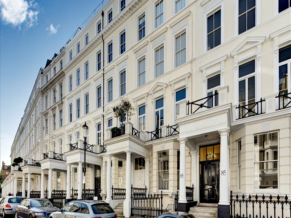 This impressive, stucco-fronted Kensington residence has two bedroom rental flats, each with a stunning reception, two bathrooms and fully integrated kitchen. Flats are close to excellent transport links and exclusive retail and dining outlets